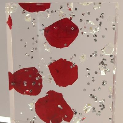 acrylique et pétales de rose