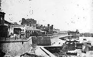 l'antiga murada islàmica de 174 torres.