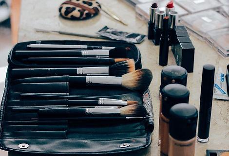 make-up-1209798_1920.jpg