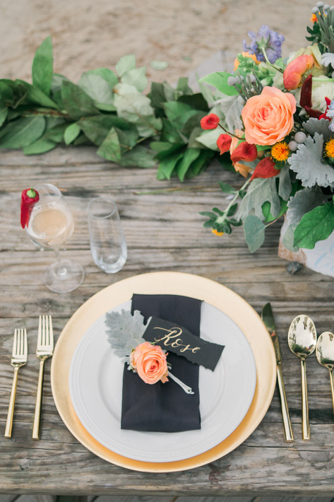 gold-peach-centerpiece-tablesetting