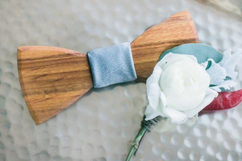 wooden-bowtie-groomsmen