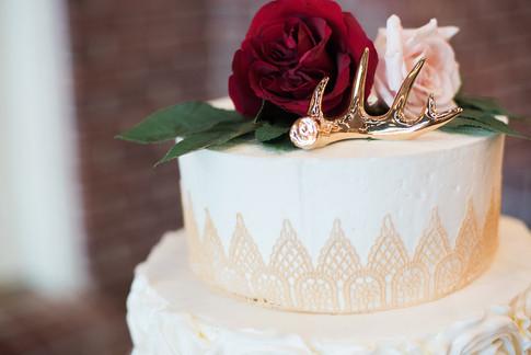 gold-lace-blush-wedding-cake