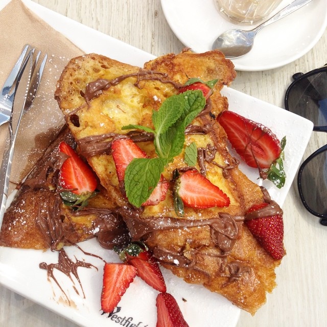 French toast with nutella and strawb