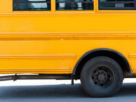 Família de criança que morreu asfixiada em porta de ônibus escolar tem direito ao DPVAT