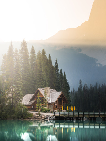 A portfolio image of a log cabin at Emerald Lake by Toronto based commercial photographer BEN HEMMINGS MEDIA