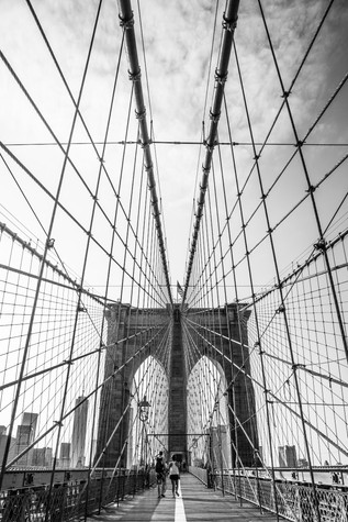 A black and white portfolio image of the Brooklyn Bridge classic view by Toronto based commercial photographer BEN HEMMINGS MEDIA
