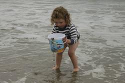 girl beach bucket 2