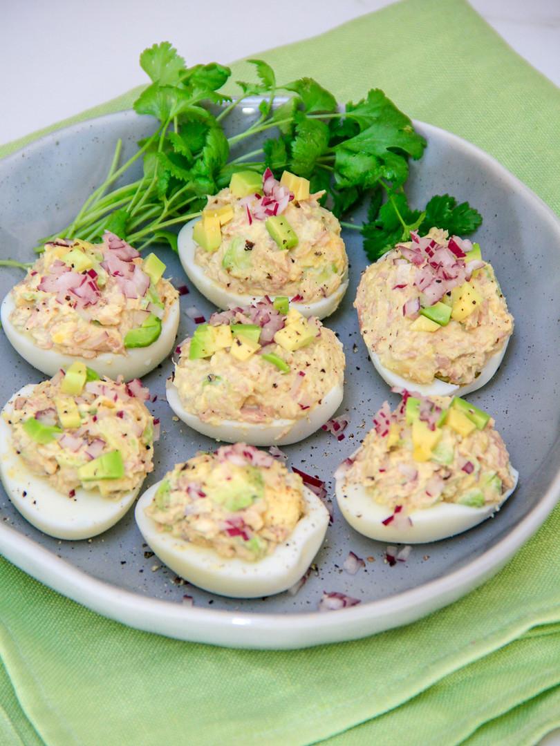Įdaryti kiaušiniai su tunu ir avokadu