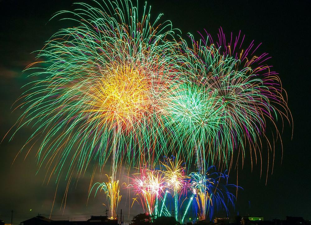 fireworks-180553_1280.jpg
