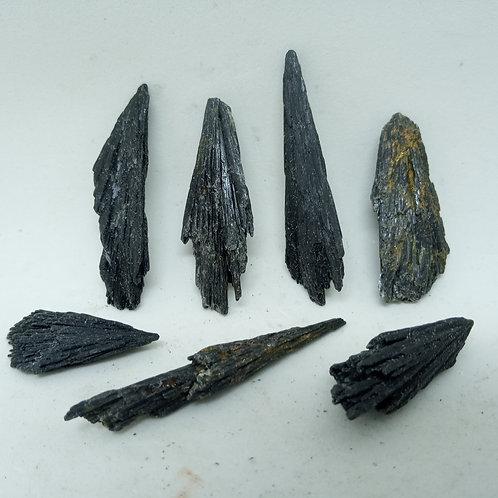 07 Pedras Cianita Vassoura de Bruxa 31g. (cód. PVB05)