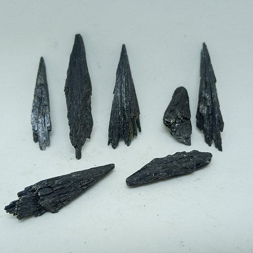 07 Pedras Cianita Vassoura de Bruxa 29g. (cód. PVB02)