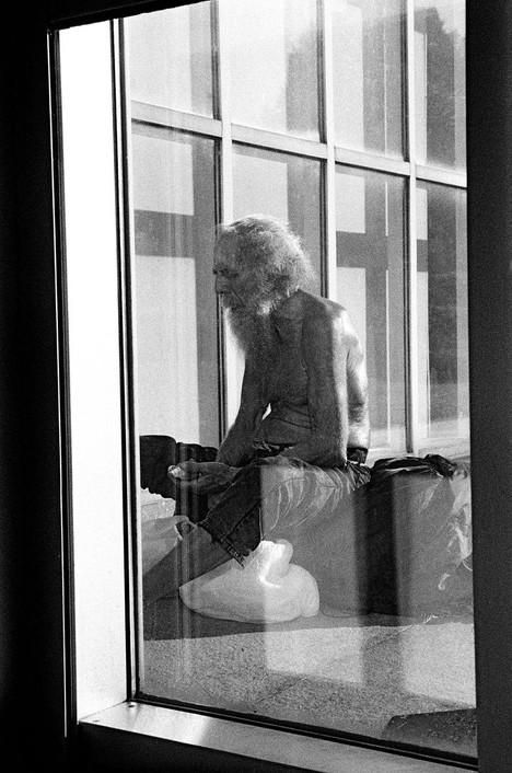 Window into harsh reality in NY (35mm film)
