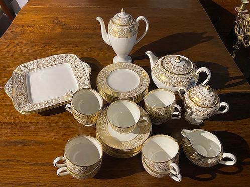 Wedgwood W4219 Gold Florentine/White 32pc Tea/Coffee Set