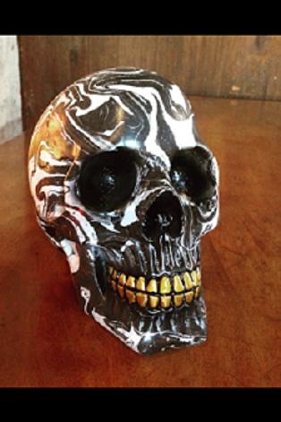 Black 'n' White Skull