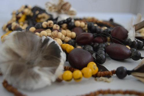 Colar Indígena de Sementes