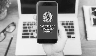 celular com imagem ao fundo da carteira de trabalho digital