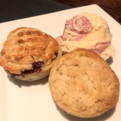 Dessert pies with icecream