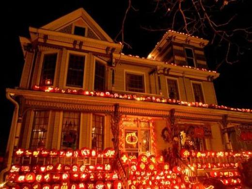 pumpkinhousecarve.jpg