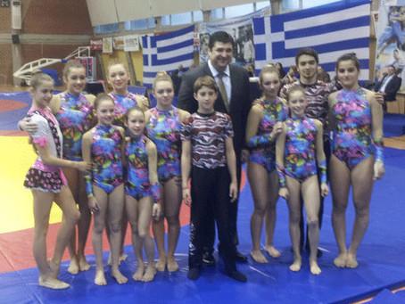 """Ακροβατικά στο Πανελλήνιο Πρωτάθλημα Πάλης από τους αθλητές της ομάδας του """"Μέγα Αλέξανδρου"""""""