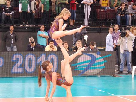 Ασκήσεις και ακροβατικά από τα παιδιά του Μέγα Αλέξανδρου σε τελικό κυπέλλου…