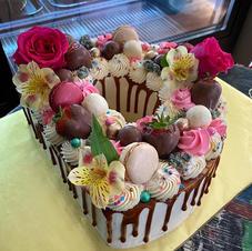 Custom cakes $125