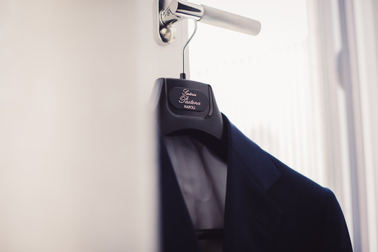01-giacca-sposo-preparazione-elegante.jp