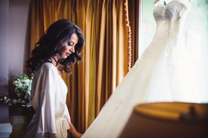 14-abito-sposa-finestra-bellezza.jpg