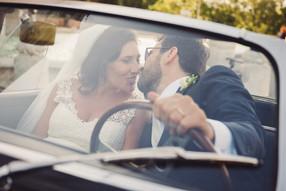 39-vetro-bacio-sposa-volante-auto.jpg