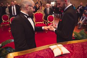 36-matrimonio-gay-scambio-anelli-sposo-u