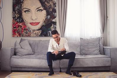 08-quadro-divano-scarpe-sposo.jpg