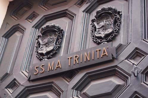 049-chiesa-trinità-roma-portone-stemma.
