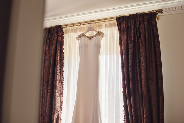 017-abito-sposa-tende-bordeaux-bianco.jp