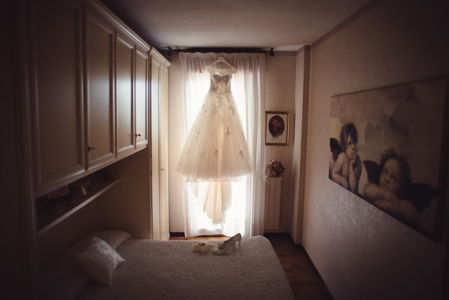11-vestito-sposa-scarpe-bouquet.jpg