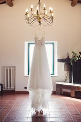 024-abito-sposa-scarpe-lampadario-finest