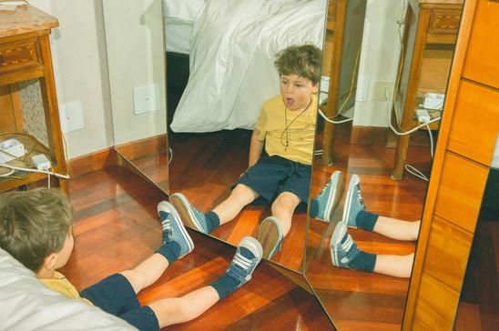 0019 - 137-bambino-specchio-piedi-pantal