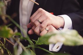 49-matrimonio-gay-fedi-mani-uomini.jpg