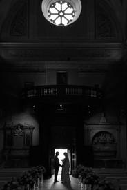 29-uscita-sposi-portone-silhouette.jpg