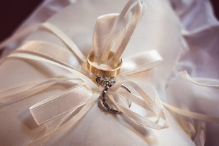 28-anelli-sposa-cuiscinetto-scambio.jpg