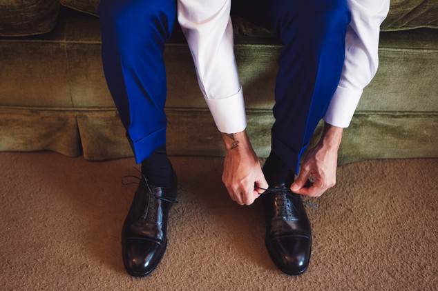 018-scarpe-abito-blu-lacci-mani.jpg