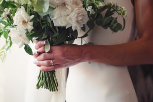 041-bouquet-anelli.mani-abito-fiori.jpg