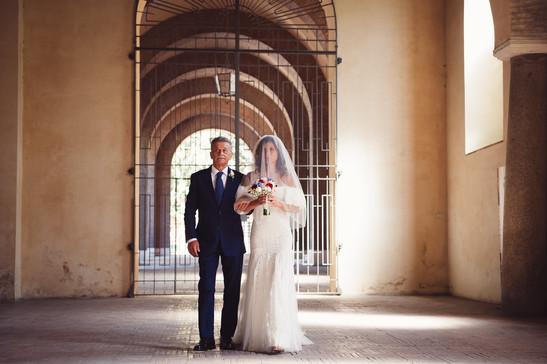 31-papa-sposa-ingresso-chiesa.jpg