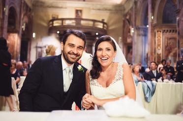 28-sorriso-sposi-altare-felicita.jpg