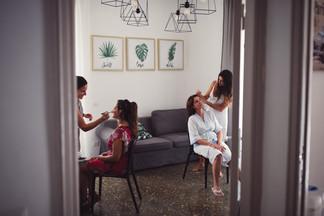 014-trucco-testimone-madre-sposa-divano.