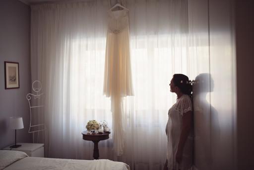 01-sposa-riflesso-bouquet-abito.jpg