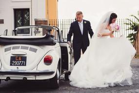 29-arrivo-sposa-chiesa-papa-maggiolone.j