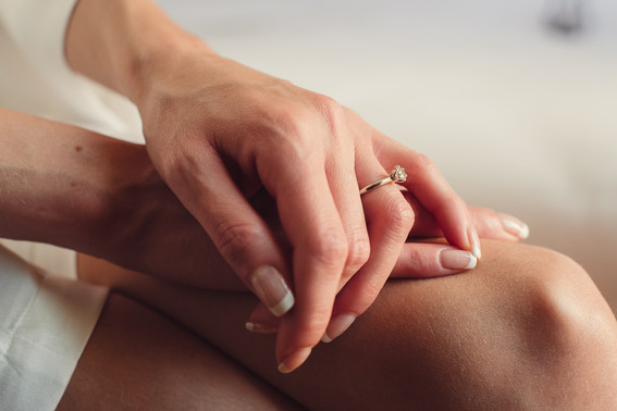 019-anello-mani-sposa-attesa-preparativi
