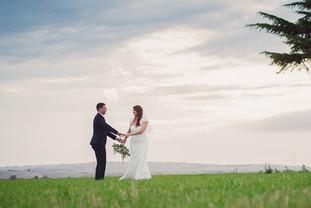 ritratti-sposi-mano-tuscania.jpg