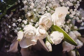 12-anelli-fedi-bouquet.jpg