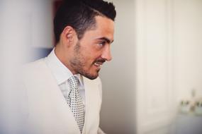 15-sposo-cravatta-profilo-acconciatura.j