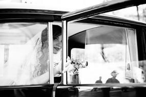 31-sposa-finestrino-automobile-riflesso.